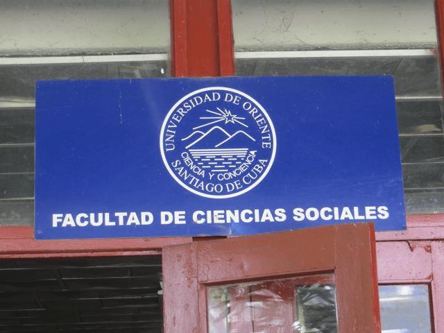 Universidad del Oriente signage