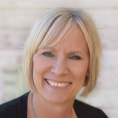 Lynn Brandt headshot