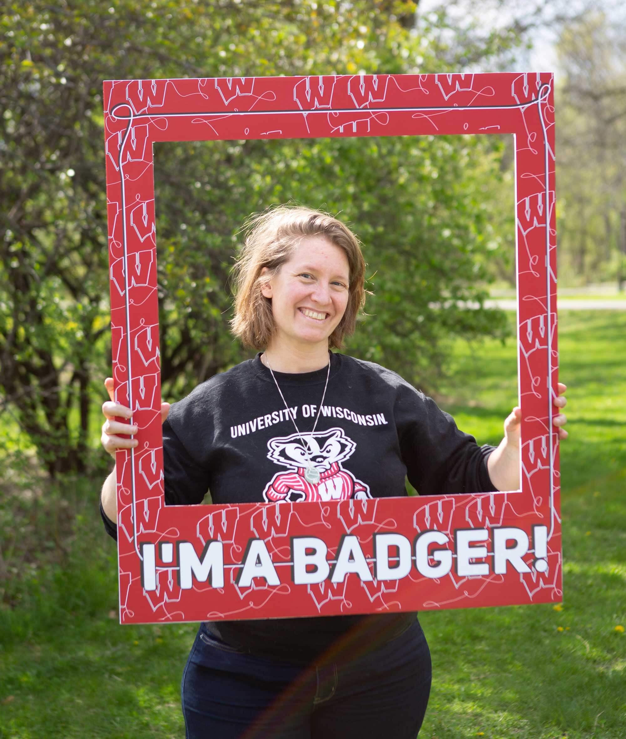Student Noel Kroeplin looking through a Badger frame